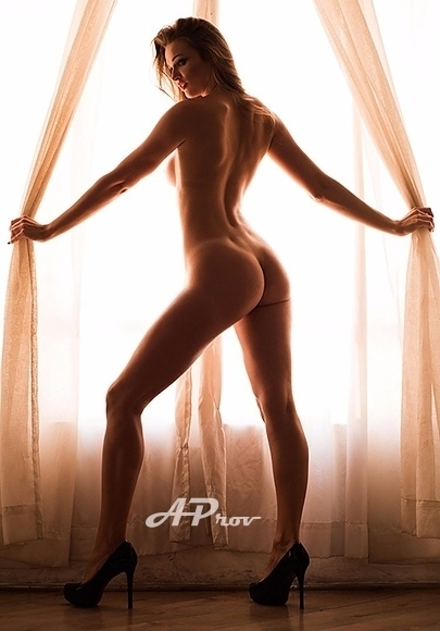 London Brazilian Slim Blonde Escort Elsa